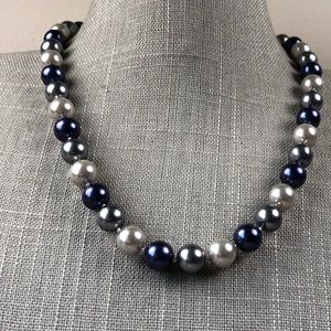 Jewelry - Blue and gray knitted pearl necklace box clasp